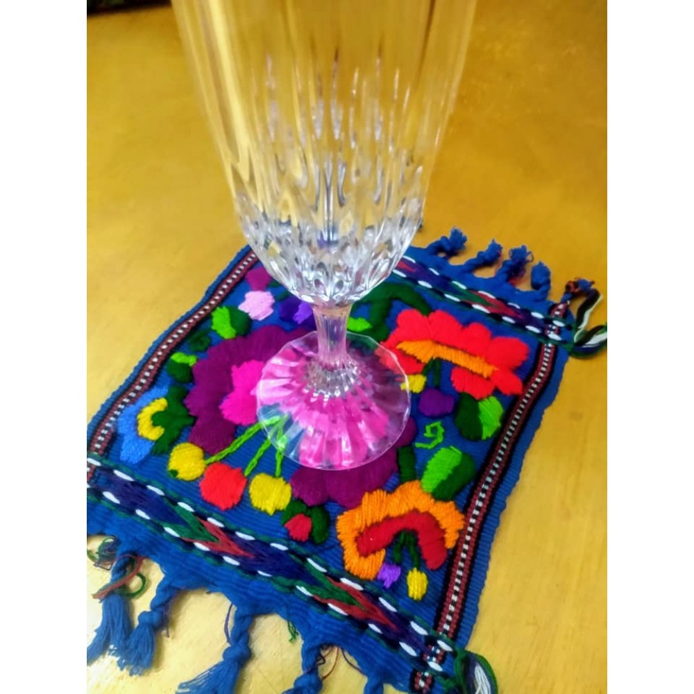 Hand embroidered Cup holder Entrehilos